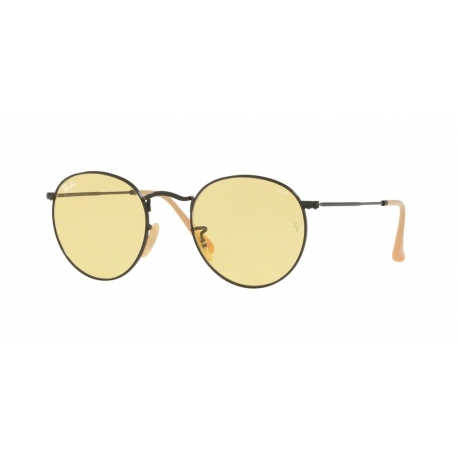 Ray-Ban RB3447 Round Metal 90664A | Frame: matte black | Lenses: photochromic yellow